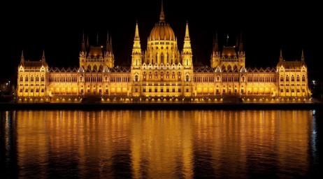 BudapestAtNight-1038x576